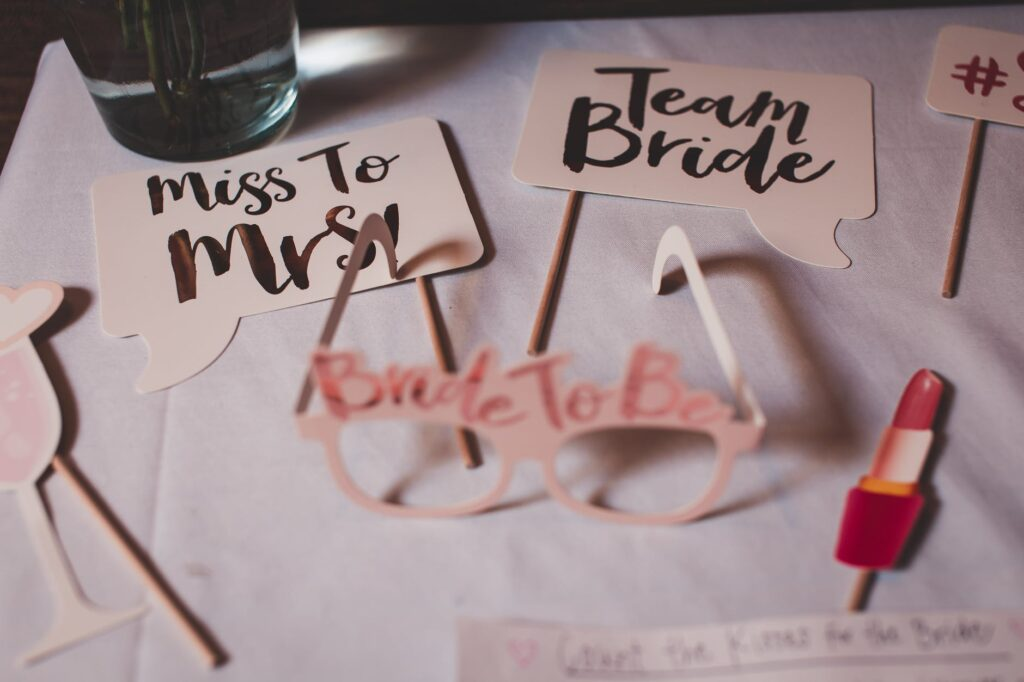 Bridal showers can be a lots of fun. Who should I invite. What theme party should I have?