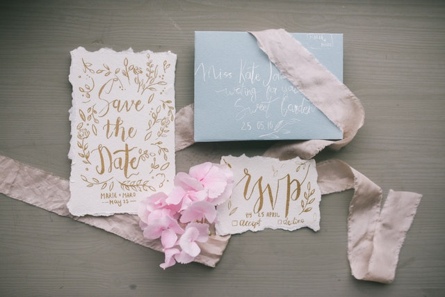 Save the date cards is a good way to let your friends and family know that you have set your wedding appointments.